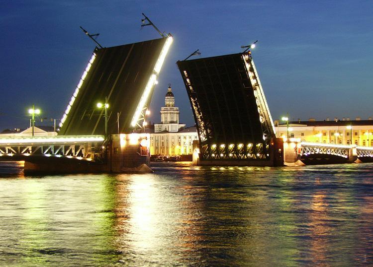 Музыкальные мосты на радость жителям близлежащих домов!