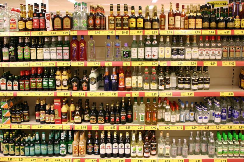 Чего изволите, водку, вино? И пиво тоже?
